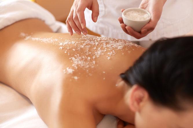 Schröpfmassage mit der Detox Naturkosmetik von Michael Droste-Laux , Schröpf Massage, Schröpfkelche, Schröpfen