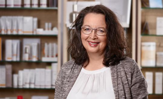 Kornelia Schirrey Naturkosmetikerin und Naturfriseurin Expterin für Pflanzenhaarfarbe